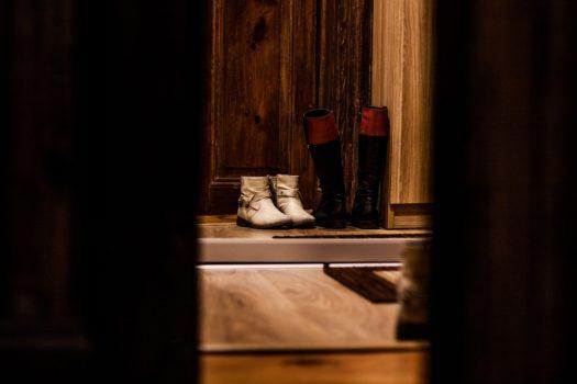 ¡Fuera zapatos! Una costumbre que deberíamos mantener en el depa